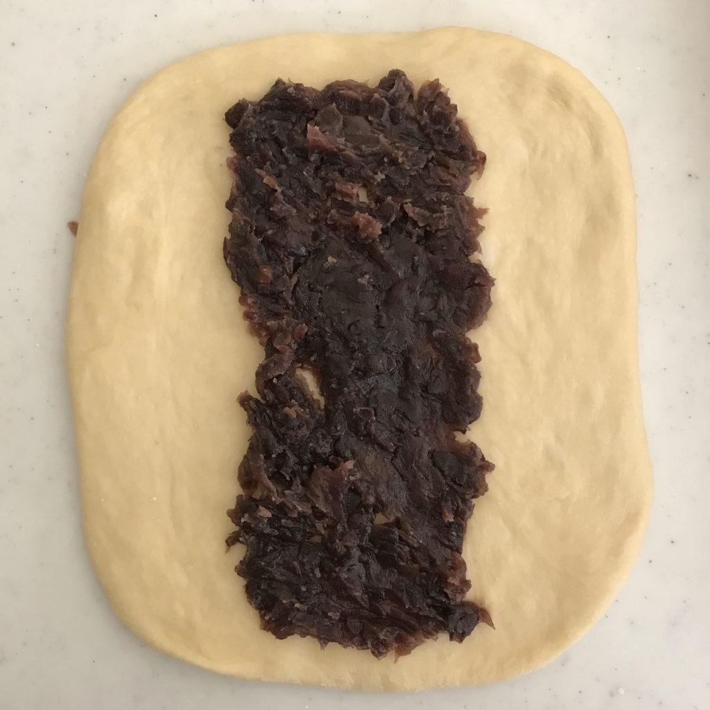 あん食パンに成形