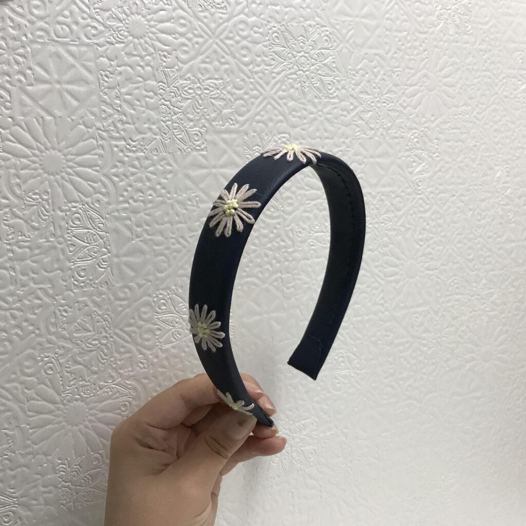 刺繍の花モチーフのカチューシャ