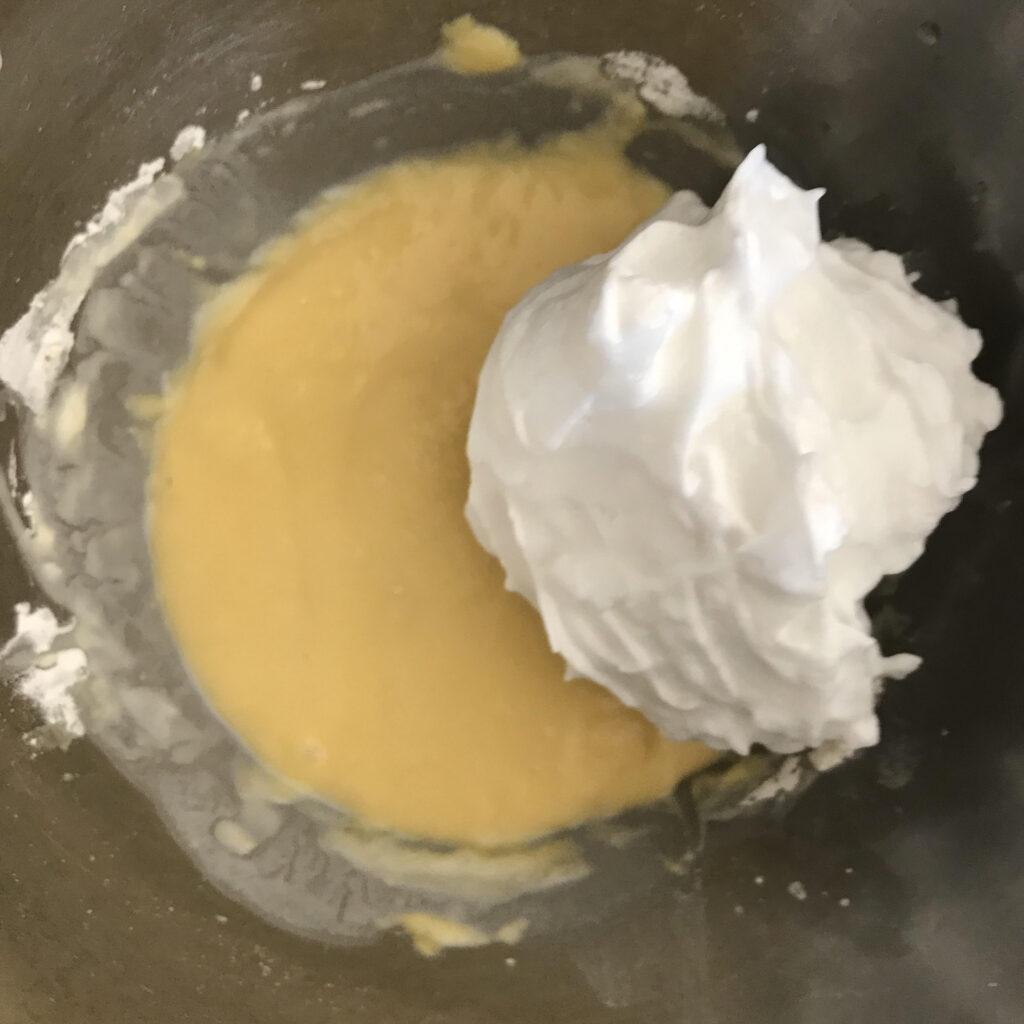 卵黄生地と卵白を合わせる