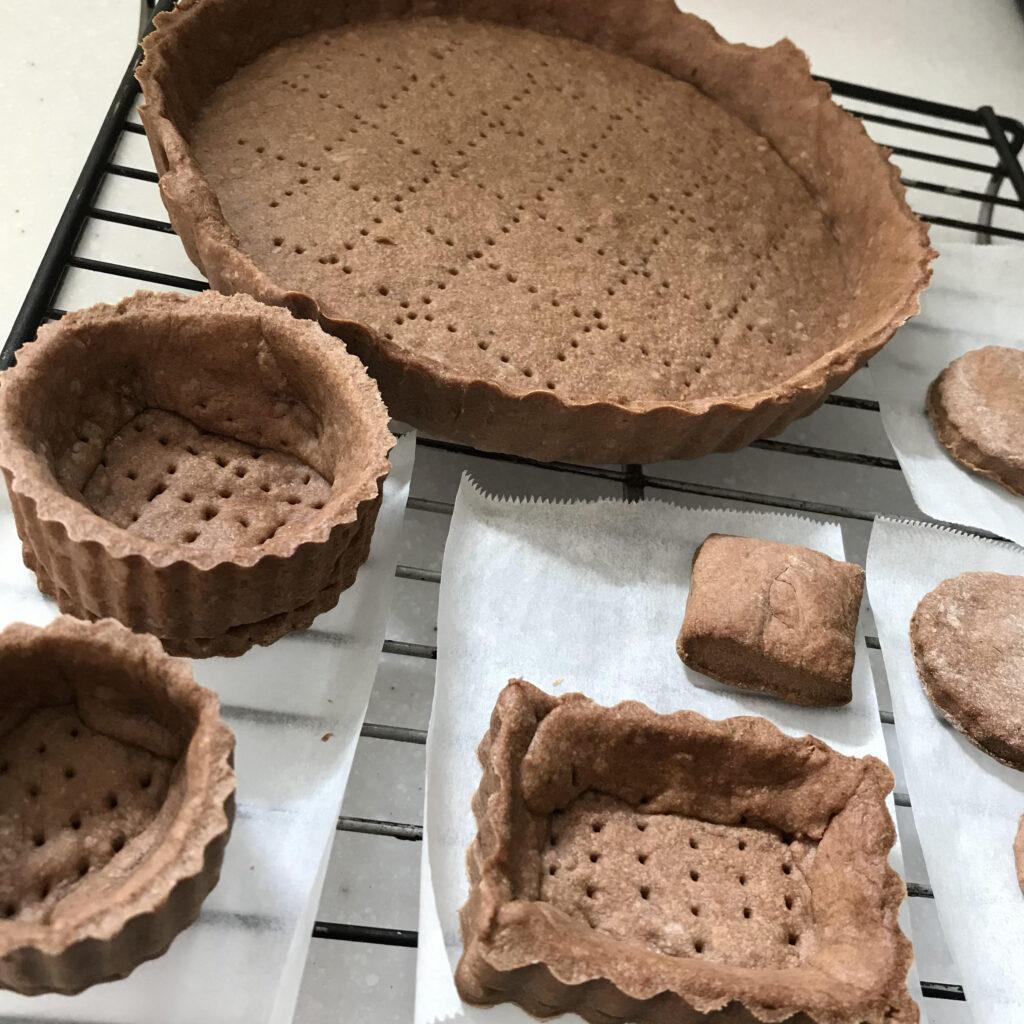 チョコバナナタルトのタルト生地の焼成